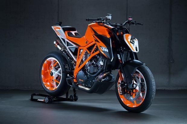 2014-KTM-1290-Superduke_2