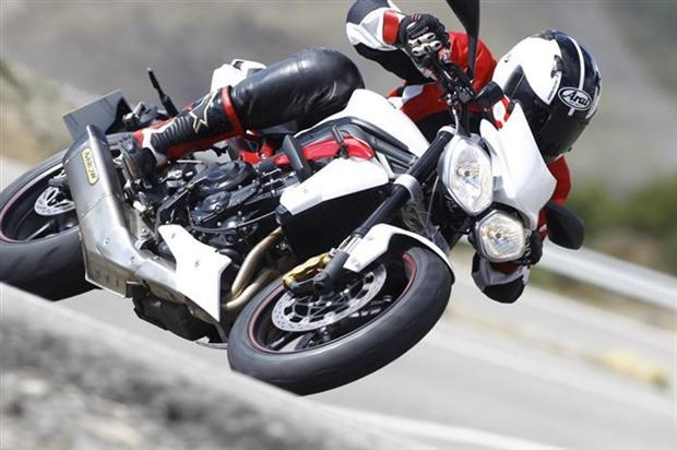 Test-2013-Triumph_StreetTriple-R