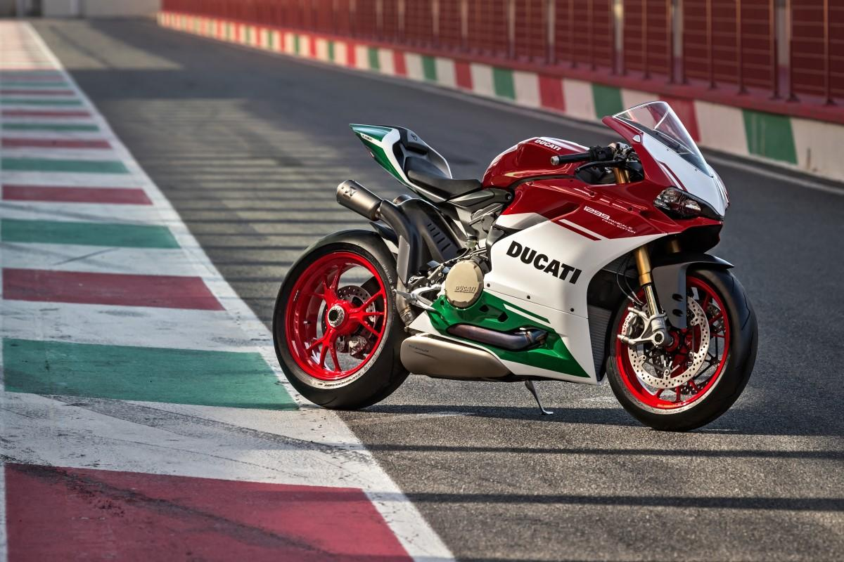 Ducati 1299 PanigaleR Final Edition 1