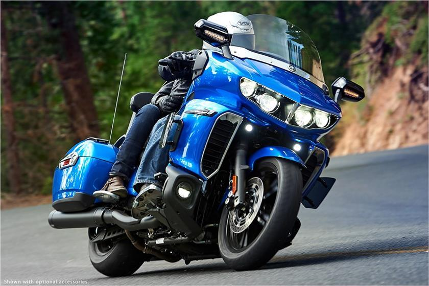 2018 Yamaha Star Eluder blue action